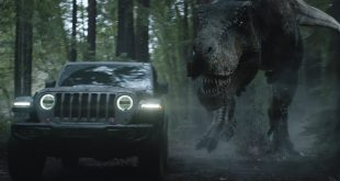 Jeep kjørte en reklame rundt Jurassic World. (Foto: FCA)