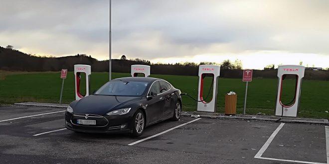 Tesla er allerede i front rundt utviklingen av elbilbatterier, og nå skal Maxwell Technologies sørge for enda bedre batterier. (Foto: Bil24)