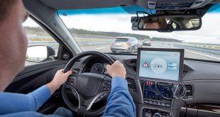 Ved bruk av mobil teknologi kan snart bilene snakke med hverandre. (Foto: Bosch)