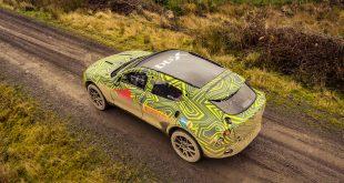 Aston Martin har for første gang testet sin aller første SUV, DBX, på veien. (Alle foto: AM)