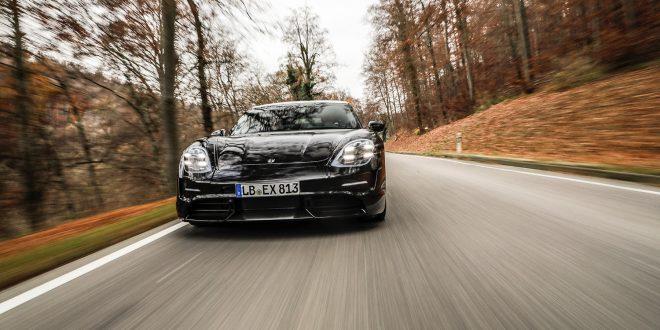 Det er en enorm interesse rundt den kommende elbilen Porsche Taycan. (Alle foto: Porsche)