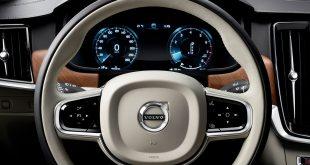 Volvo setter nå hastighetssperre på bilene sine. (Begge foto: Volvo)