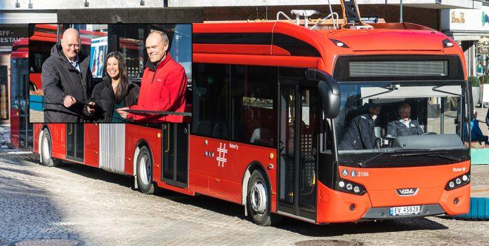 Oslo har fått sine første av i alt 70 nye elbusser. (Foto: Unibuss)