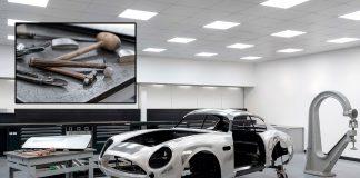 Aston Martin bruker hammer når de former det som skal bli den klassiske modellen DB4 GT Zagato. (Alle foto: AM)