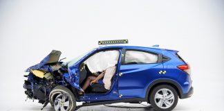 Honda krasjer bokstavelig talt den internasjonale bilmessa i New York med en vraket HR-V. (Alle foto: IIHS/Honda)