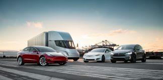 Tesla vurderer nå å hente inn frisk kapital. Forrige kvartal endte med et tap på 6 milliarder kroner. (Begge foto: Tesla)
