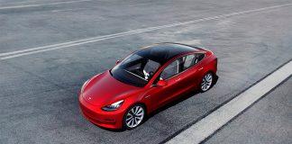 Tesla Model 3 sørget for at det ble solgt flere elbiler enn ladbare hybrider i Sverige i mars. (Foto: Tesla)
