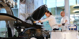 Volkswagen-gruppen tar nå i bruk ny teknologi som skal spore råmaterialene. (Begge foto: VW)
