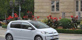 Volkswagen kommer med en «langdistanse»-versjon av e-Uo til høsten. (Begge foto: VW)