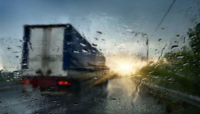 Tungtransport har vært involvert i over halvparten av dødsulykkene så langt i år. (Illustrasjon: Trygg Trafikk)