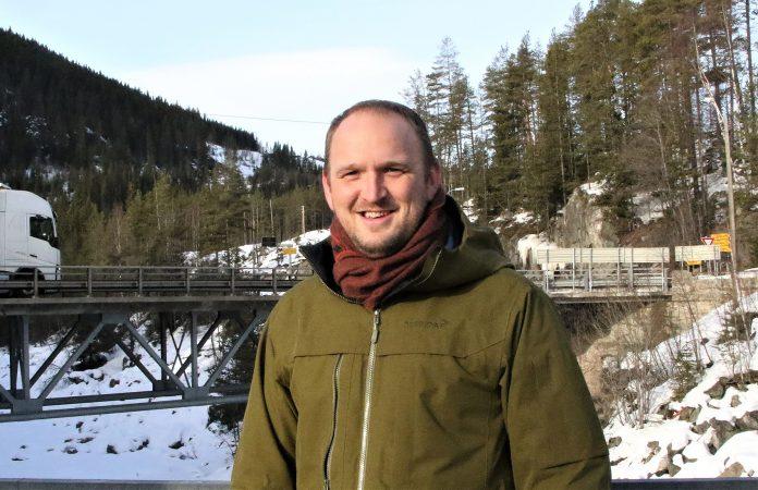 Jon Georg Dale stenger mulighetene for å skru opp bompengeavgiftene for å finansiere underskudd i bypakkene. (Foto: Tornøe, Samferdselsdepartementet)