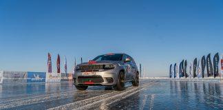 Jeep tok med seg den sterke Grand Cherokee Trackhawk til Sibir for å sette fartsrekorder. (Alle foto: Jeep)