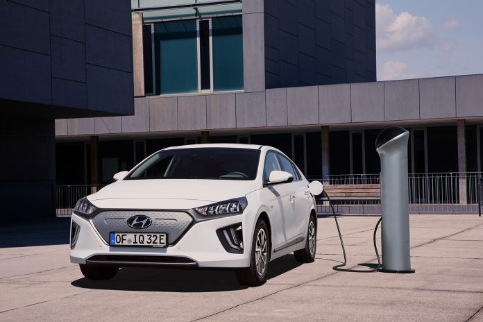 Hyundai oppgraderer Ioniq, noe som betyr bedre rekkevidde for electric-versjonen. (Alle foto: Hyundai)