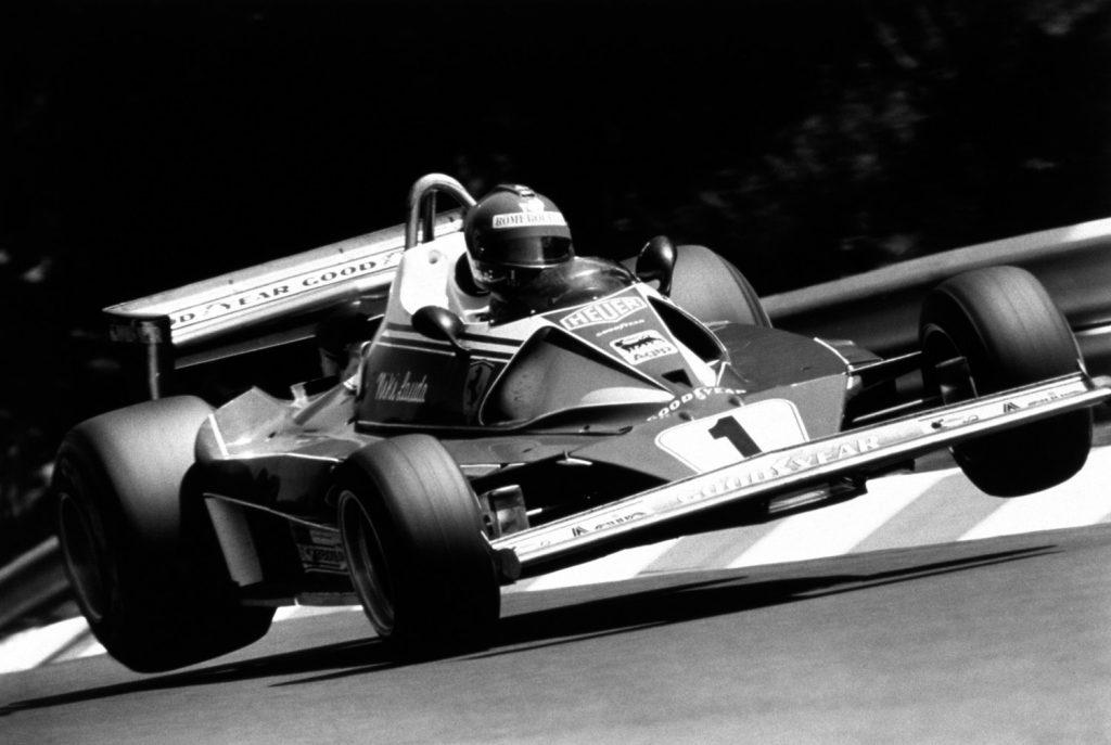 Niki Lauda i en Ferrari. (Foto: Ferrari)
