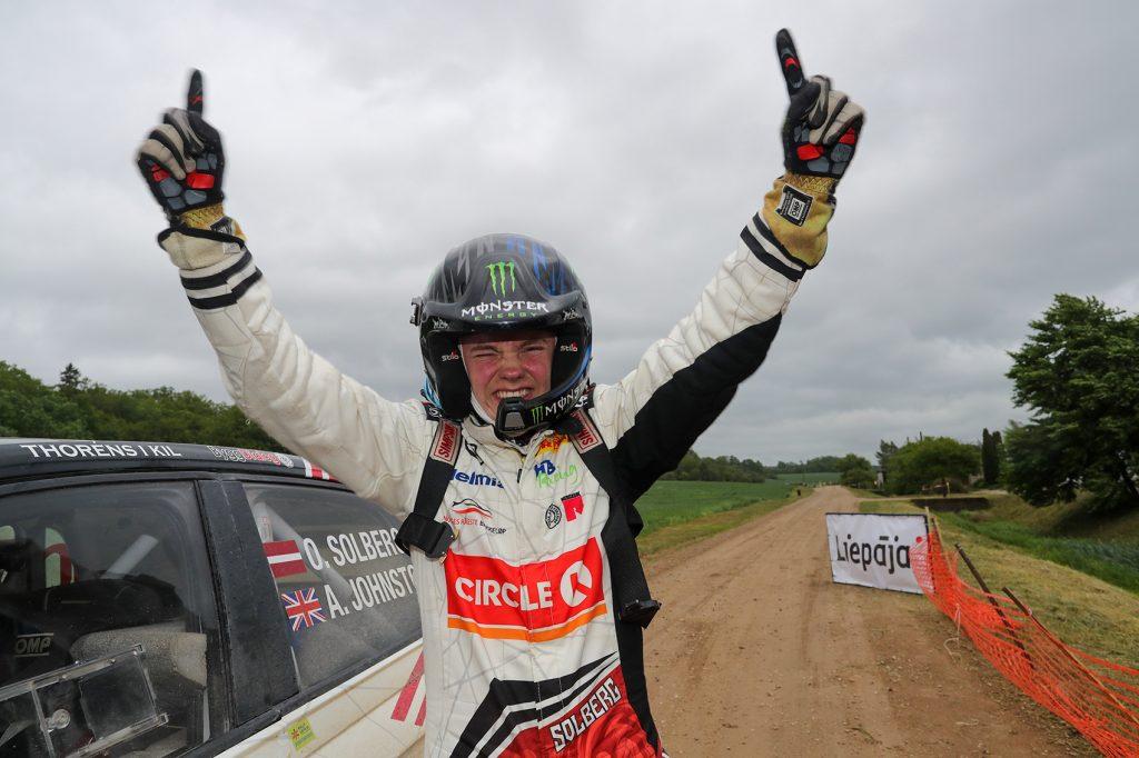Petter Solbergs sønn Oliver tok sin første EM-seier, og jublet som pappa Petter i glansdagene. (Foto: VW)