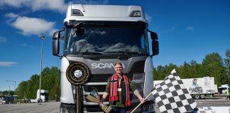 Anderas Nordsjø var ikke snauere enn at han slo 20.000 Scania-sjåfører, og kan nå kalle seg europamester. (Begge foto: Scania)