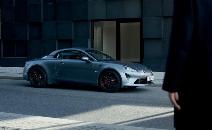 Alpine kommer nå med en enda mer kjøreglad versjon av den hyllede modellen A110. (Alle foto: Renault)