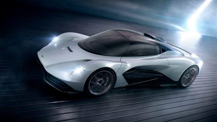 Aston Martins nye hyperbil Valhalla er med i den kommende James Bond-filmen. (Begge foto: Aston Martin)