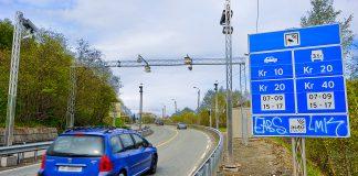 Regjering setter nå en stopper for bomstasjoner på sideveier langs nye veier. (Foto: Olav Heggø, Samferdselsdep.)