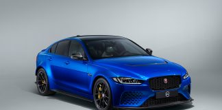 Verdens raskeste sedan har kvittet seg med den store bakspoileren, og ble med ett ganske så mer elegant. (Alle foto: Jaguar)