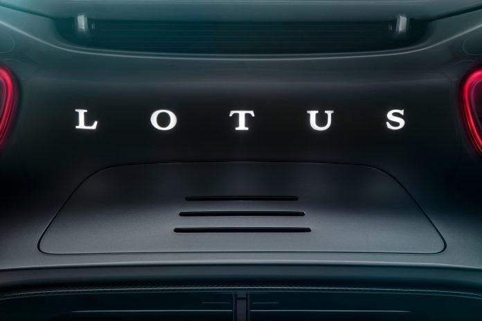 Lotus avslører ikke mye rundt den kommende elektriske hyperbilen. (Begge foto: Lotus)
