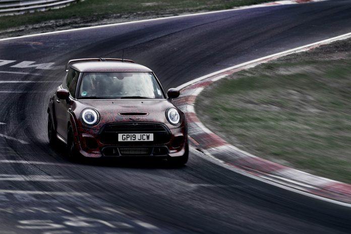 Mini viser fram en svært så potent modell, John Cooper Works GP. (Alle foto: Mini)
