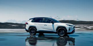 Toyota Rav4 var blant modellene som sendte Toyota til topps på salgslista i mai. (Begge foto: Toyota)