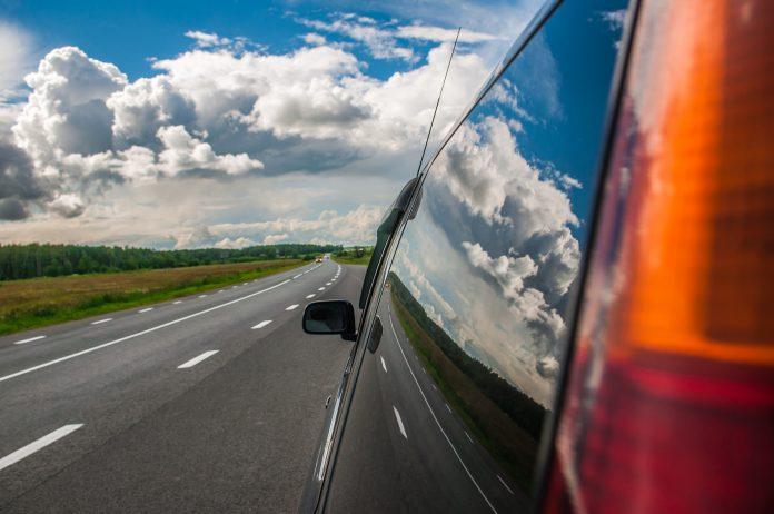 Ikke stress i sommertrafikken, og husk at du sparer svært lite tid på å kjøre over fartsgrense. (Foto: Trygg Trafikk)