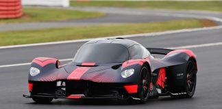 Aston Martin og Red Bulll har endelig vist fram en kjørende Valkyrie. (Begge foto: AM)