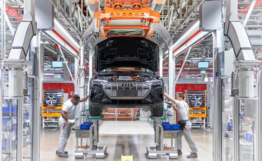 Audi produserer e-tron på enn klimanøytral fabrikk i Brussel.