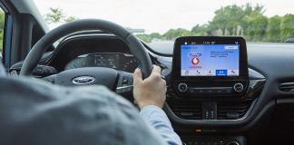 Ny teknologi skal finne ledige parkeringsplasser for bilistene. (Alle foto: Ford)