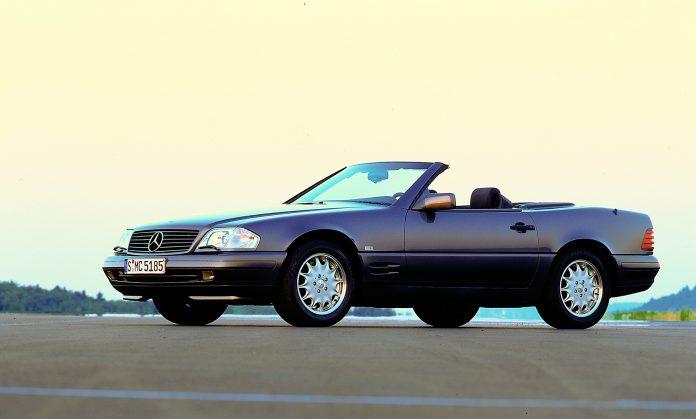 Vi sjekket en toppløs Mercedes 500 SL, og over natta ble den 43.000 kroner billigere. Her er en slik modell. (Begge foto: Daimler)