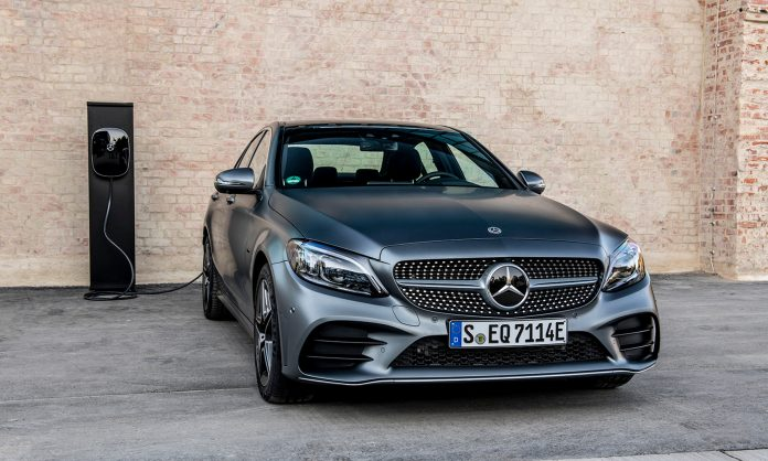 Mercedes har endelig klar hybridutgavene til C-klassen, og disse kommer til Norge i oktober. (Alle foto: Daimler)