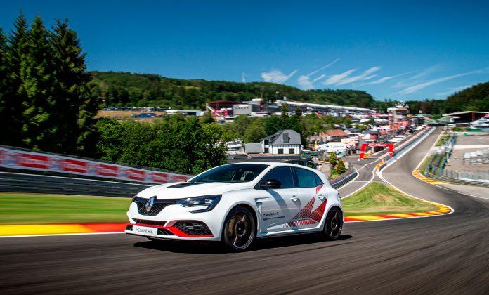 Renault Mégane R.S. Trophy-R har slettet Honda Civic R-rekord nummer to. (Begge foto: Renault)