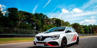 Renault Megane R.S. Trophy-R er så raskt at den har satt ny rekord for serieproduserte biler med forhjulstrekk. (Foto: Renault)