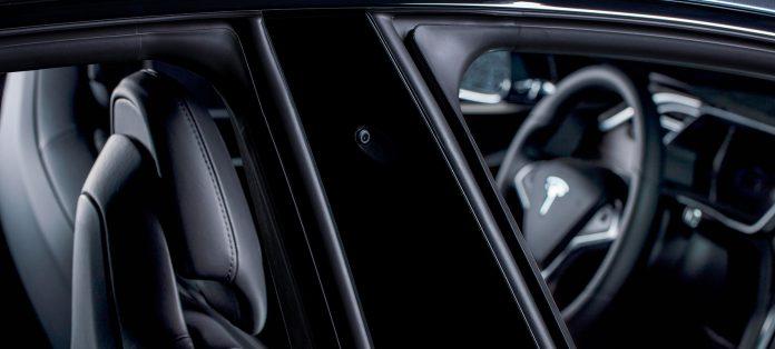 Er begrepet «Autopilot» forvirrende? Ja, mener en amerikansk forbrukerorganisasjon. (Begge foto: Tesla)