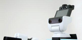 Om alt går som Toyota planlegger kan den gamle drømmen om en robottjener endelig bli en realitet. (Begge foto: Toyota)