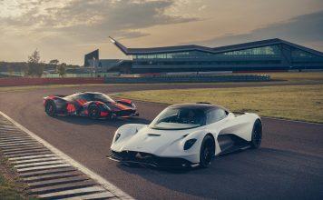 Aston Martin viser oss nå de to viking-søstrene Valhalla (den hvite) og Valkyrie kjørende. (Alle foto: AM)