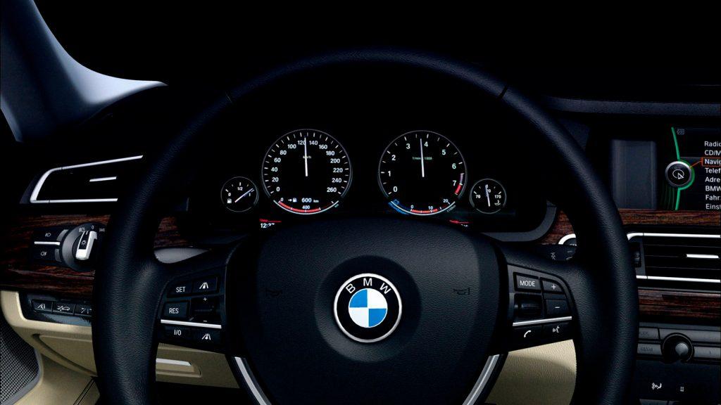 Også BMW har normalt satt speedometeret til å vise litt mer enn den faktiske farten. (Foto: BMW)