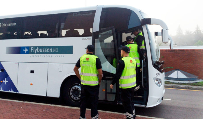 Nå blir det en ny runde med beltekontroller i bussene. (Foto: Ingunn Haavi Finstad, Statens vegvesen)