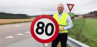 Samferdselsminister Jon Georg Dale vil øke fartsgrensene i totalt ni soner. (Foto: Frøydis Tornøe, SD)