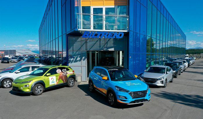 Det er passende at elbilnasjonen Norge blir det første hvor bilene knyttet til et sykkelritt er elektriske, men at det skjer i Nord-Norge er kanskje mer overraskende. (Foto: Hyundai/Arctic Race of Norway)