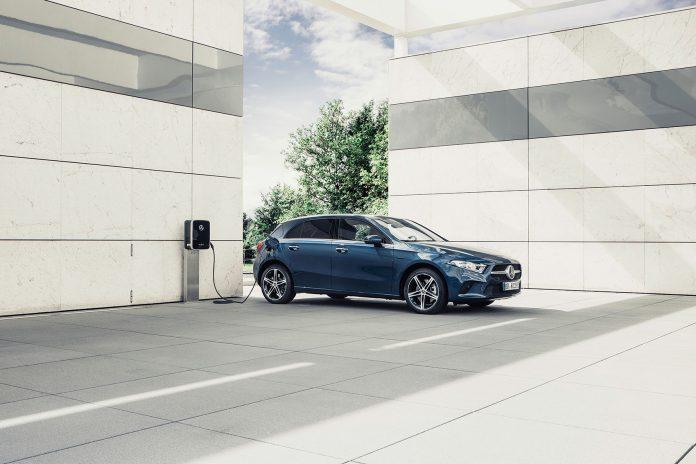 Mercedes gir nå også A-klasse og B-klasse EQ-kraft, og de følger dermed i hjulsporene til den ladbare C-klasse. (Alle foto: Mercedes)