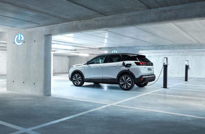 Peugeot 3008 GT Hybrid4 passer enkelt 50 kilometer på ren elektrisk kraft. (Alle foto: Peugeot)