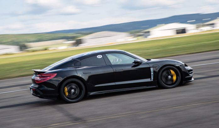 Kan man bruke launch-kontroll så ofte man vil med en Porsche Taycan? (Foto: Porsche)