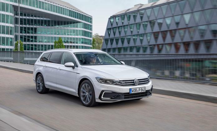 Nå nærmer den nye versjonen av Volkswagen GTE seg med stormskritt. (Begge foto: VW)