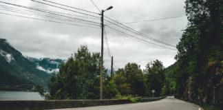 Fylkesveiene forfaller, og en ny rapport sier at det vil koste opp mot 600 milliarder kroner å sette de i stand. (Foto: NAF)