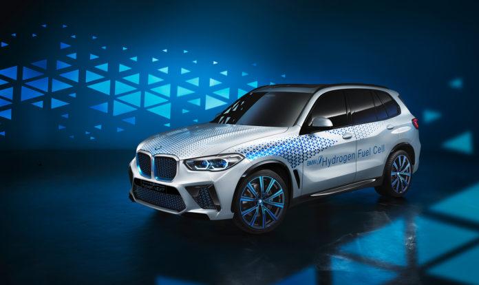 BMW har langt fra gitt opp hydrogenbiler, og viser nå fram en tidlig versjon av det som til slutt skal bli en hydrogendrevet X5. (Alle foto: BMW)