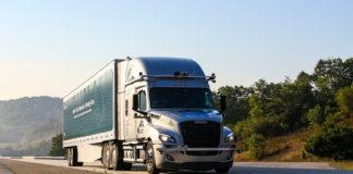 Daimler starter nå opp med førerløse tester av lastebiler i USA. (Begge foto: Daimler)