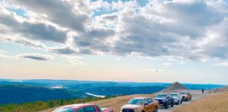En konvoi av Fords pickuper gjør seg klar til litt av en utfordring. (Alle foto: Nybiltester)